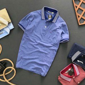 Áo thun nam trơn cổ bẻ có túi với hoạ tiết đường kẻ ở cổ áo xanh