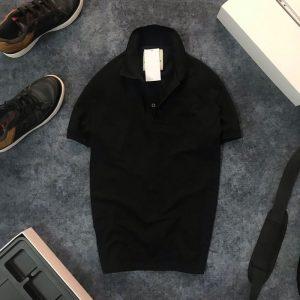 Áo thun nam trơn cổ bẻ AR với logo bên trái đen