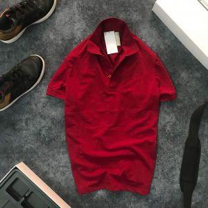 Áo thun nam trơn cổ bẻ AR với logo bên trái đỏ