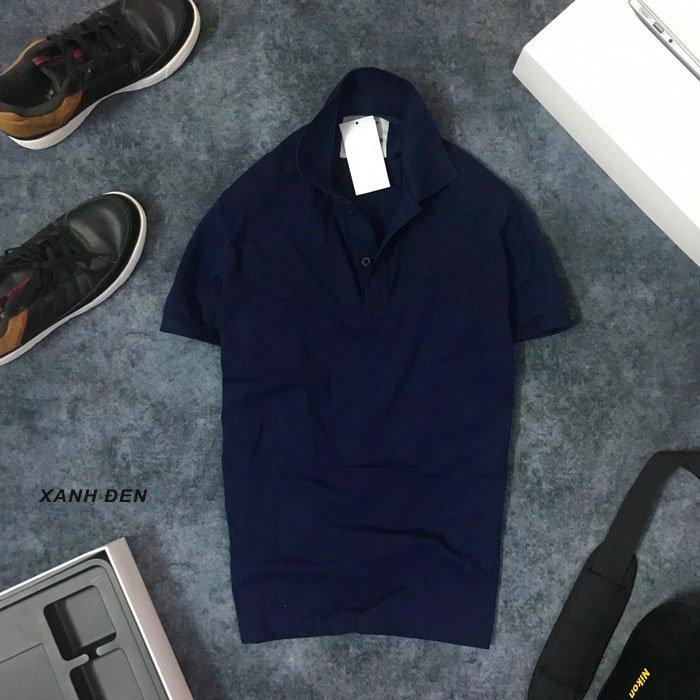 Áo thun nam trơn cổ bẻ AR với logo bên trái xanh dương