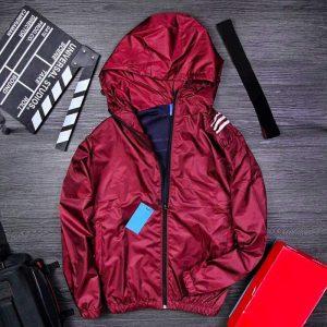 Áo khoác dù có mũ đỏ đô