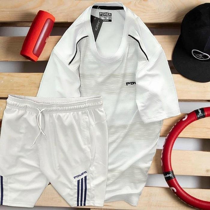 áo thun nam cổ tròn màu trắng quần short màu trắng
